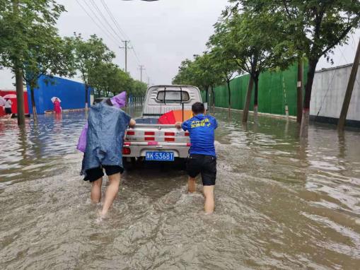 暴雨之下的暖心时刻,德邦快递与河南在一起!