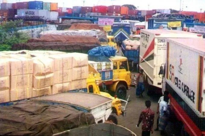 孟加拉卡车司机大罢工导致吉大港陷入停顿